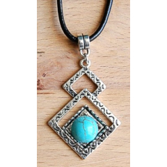 Collier Pendentif Triangle Turquoise Country Western
